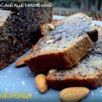 Plumcake viola all'uvetta mandorle e semi di girasole