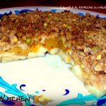 Crumble di mele e cachi al pistacchio