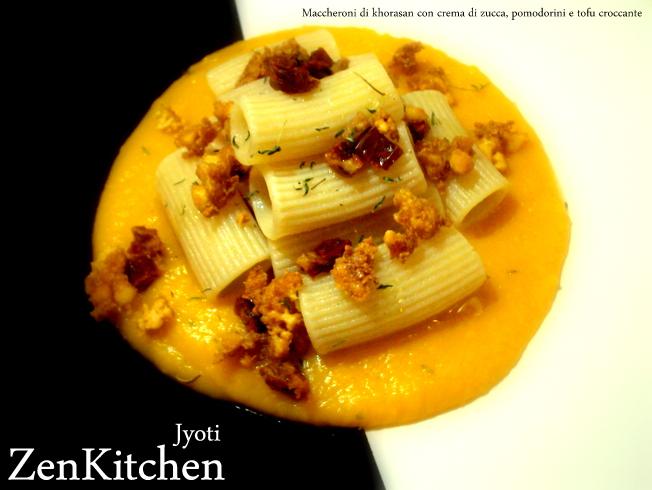 Rigatoni di khorasan in crema di zucca con pomodorini e tofu sbriciolato