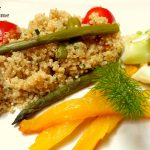 Quinoa alle erbe con asparagi e arame