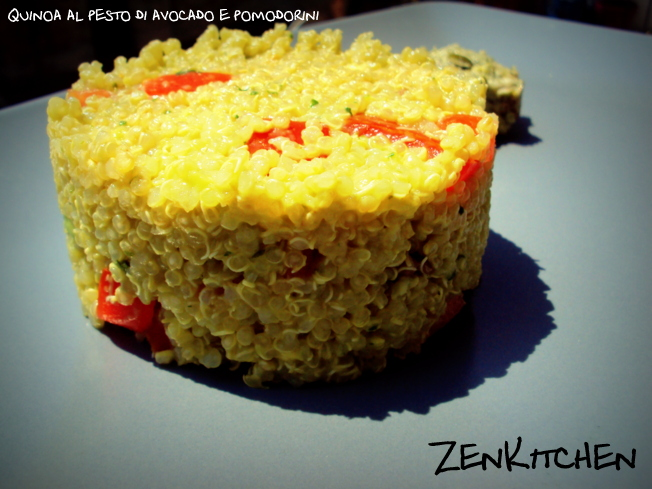 Quinoa al pesto di avocado e pomodorini