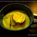 Vellutata di zucca, lenticchie gialle e fieno greco con chips di zucchina